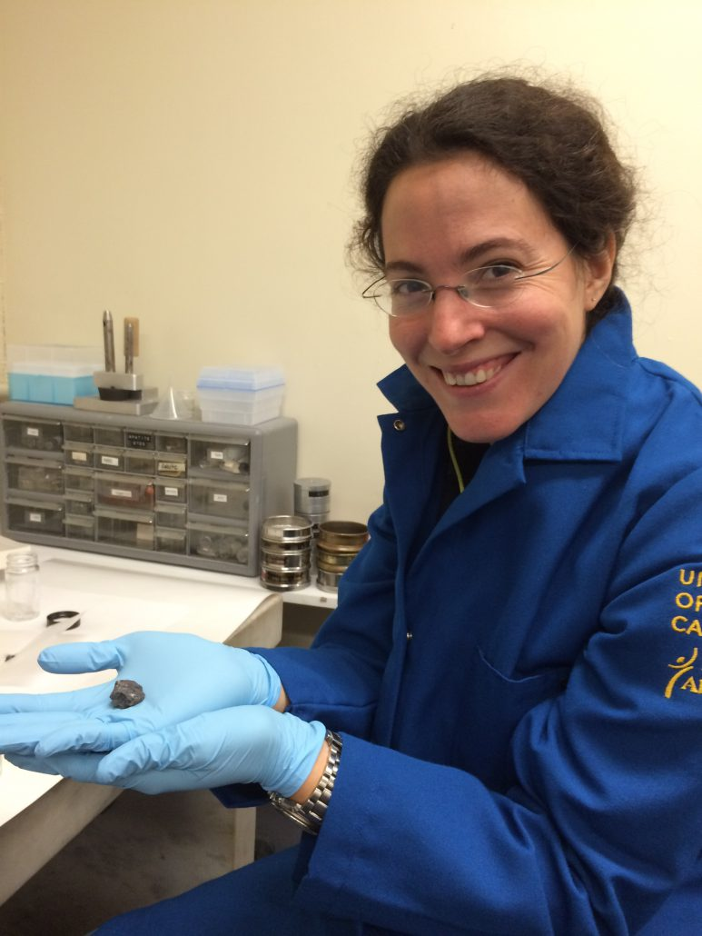Mélanie Barboni holding  a moon rock containing zircons.