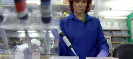 Rachelle Crosbie-Watson in her lab at UCLA.