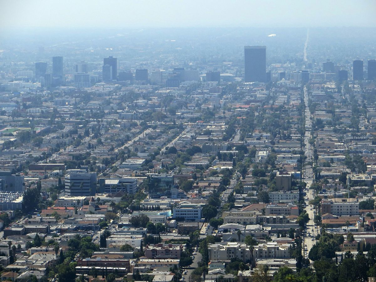 Photo of smoggy Los Angeles skyline