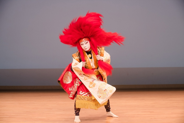 Image of Kabuki actor performing