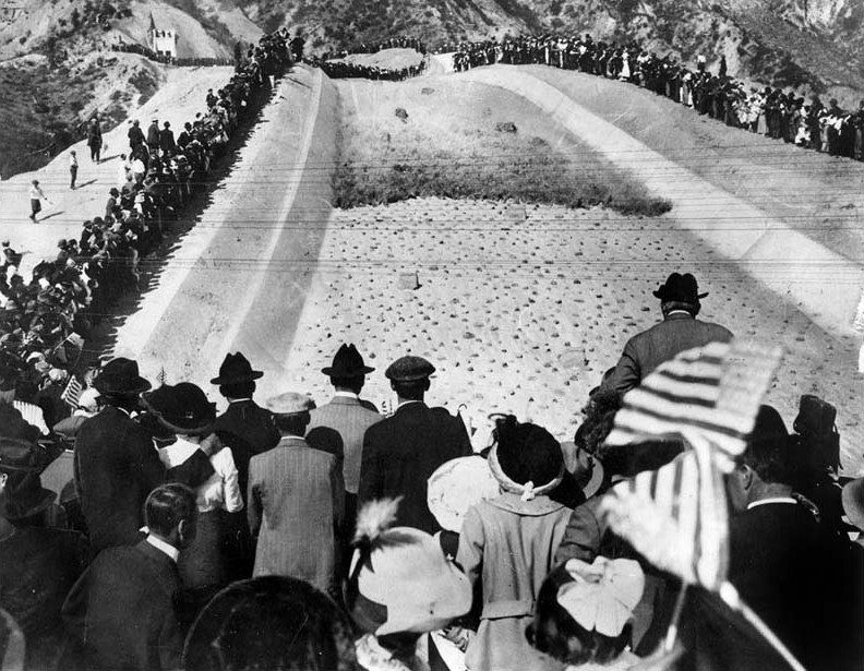 A photo of a crowd of 30,000 people who watched the first water cascade through the aqueduct in the San Fernando Valley.