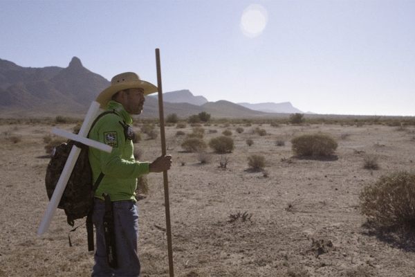 A photo of a member of the humanitarian search-and-rescue group Águilas del Desierto.