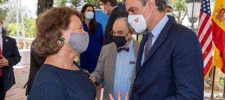 Professor Barbara Fuchs speaks with Pedro Sánchez, the president of Spain, on UCLA's campus